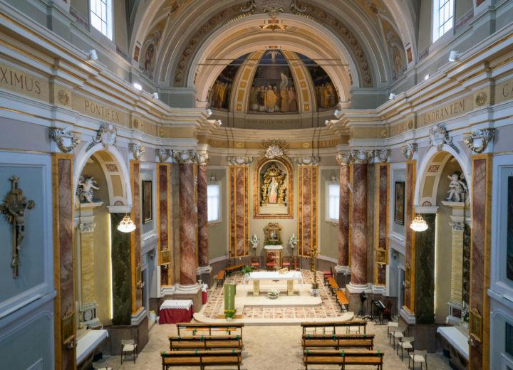 Vista della navata dal coro